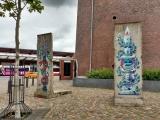 <h5>Thanks Windschattenwanderer</h5><p>© &lt;a href=&quot;http://www.waymarking.com/waymarks/WMW3CZ_2_Teilstcke_der_Berliner_Mauer_Hamburg_Deutschland&quot; target=&quot;_blank&quot; &gt;Windschattenwanderer&lt;/a&gt;</p>